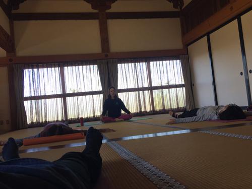 yoga111202